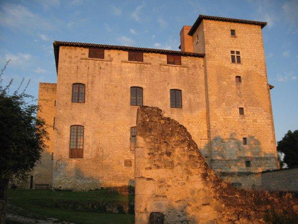 Chateau d'Avezan soleil levant le 24 juin 2010