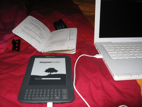 Kindle et MacBook il y a cinq ans en septembre 2010. © gaelle kermen 2015