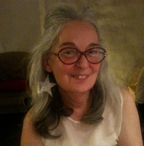 Portrait de l'auteure en tenue de fête