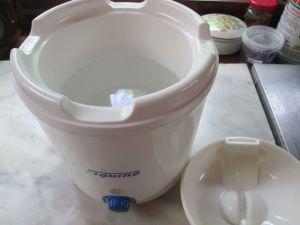 eau chaude dans yaourt