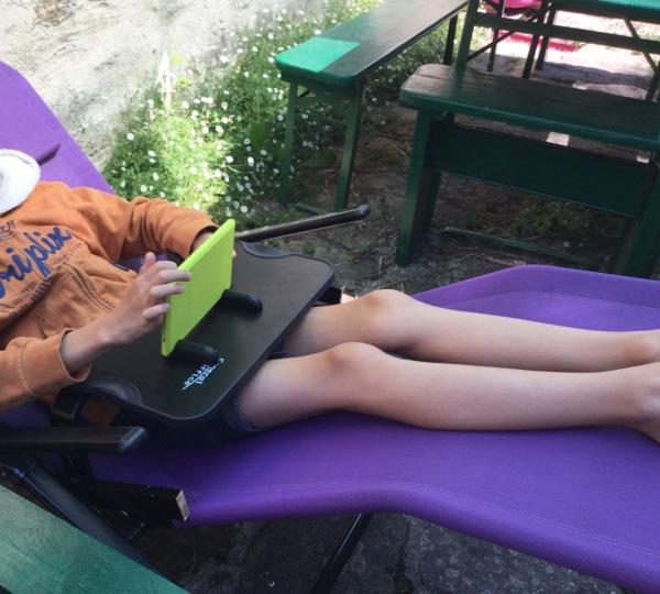 Noé à la chaise-longue sur tablette Amazon Fire